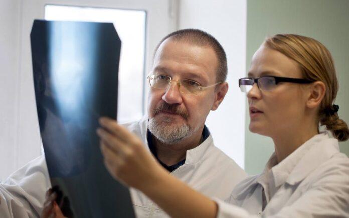 Dr Suzanne Eldridge i prof. Francesco Dell'Accio