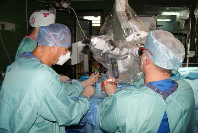 Implant stawu kolanowego